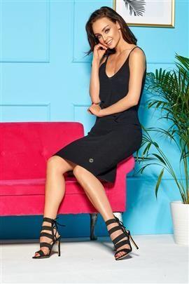 Sukienka sweterkowa na ramiączkach z falbaną  czarny