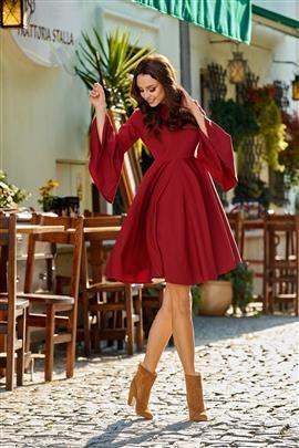 Zjawiskowa sukienka z rozszerzanymi rękawami bordo HAVEN